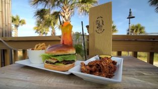 8th Ave Tiki Bar & Grill