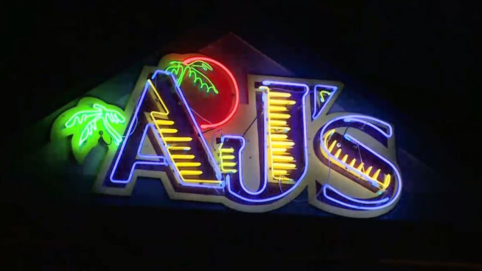 AJ's Seafood & Oyster Bar - Nightlife